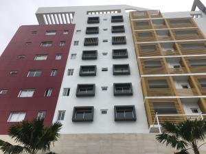 Apartamento En Alquileren Santo Domingo, Evaristo Morales, Republica Dominicana, DO RAH: 17-1223