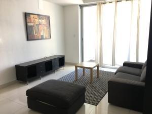 Apartamento En Alquileren Santo Domingo, Serralles, Republica Dominicana, DO RAH: 17-1372