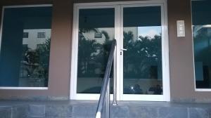 Apartamento En Alquileren Santo Domingo, Evaristo Morales, Republica Dominicana, DO RAH: 18-64