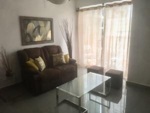 Apartamento En Alquileren Santo Domingo, Evaristo Morales, Republica Dominicana, DO RAH: 18-234