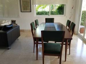 Casa En Venta En Distrito Nacional En Cuesta Hermosa II - Código: 19-273