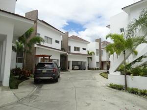 Casa En Venta En Distrito Nacional - Cuesta Hermosa II Código FLEX: 19-281 No.1