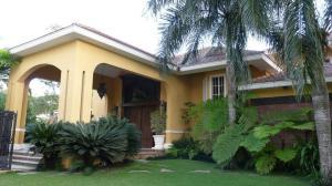 Casa En Venta En Distrito Nacional - Cuesta Hermosa II Código FLEX: 19-608 No.1