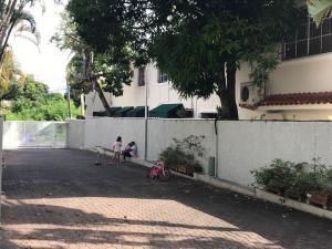Casa En Venta En Distrito Nacional En Los Cacicazgos - Código: 19-902