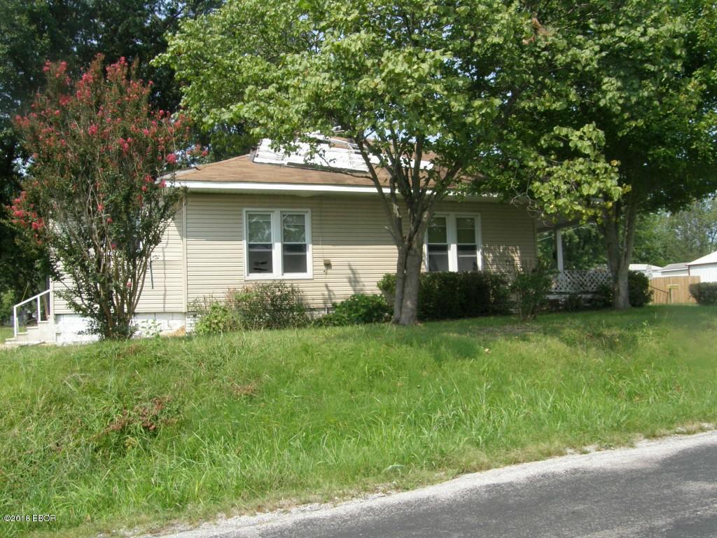 MLS#:422557 Address:  813 Ridge Carterville 62918
