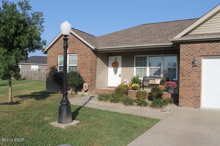MLS#:430314 Address:  1304 Hillside Carterville 62918