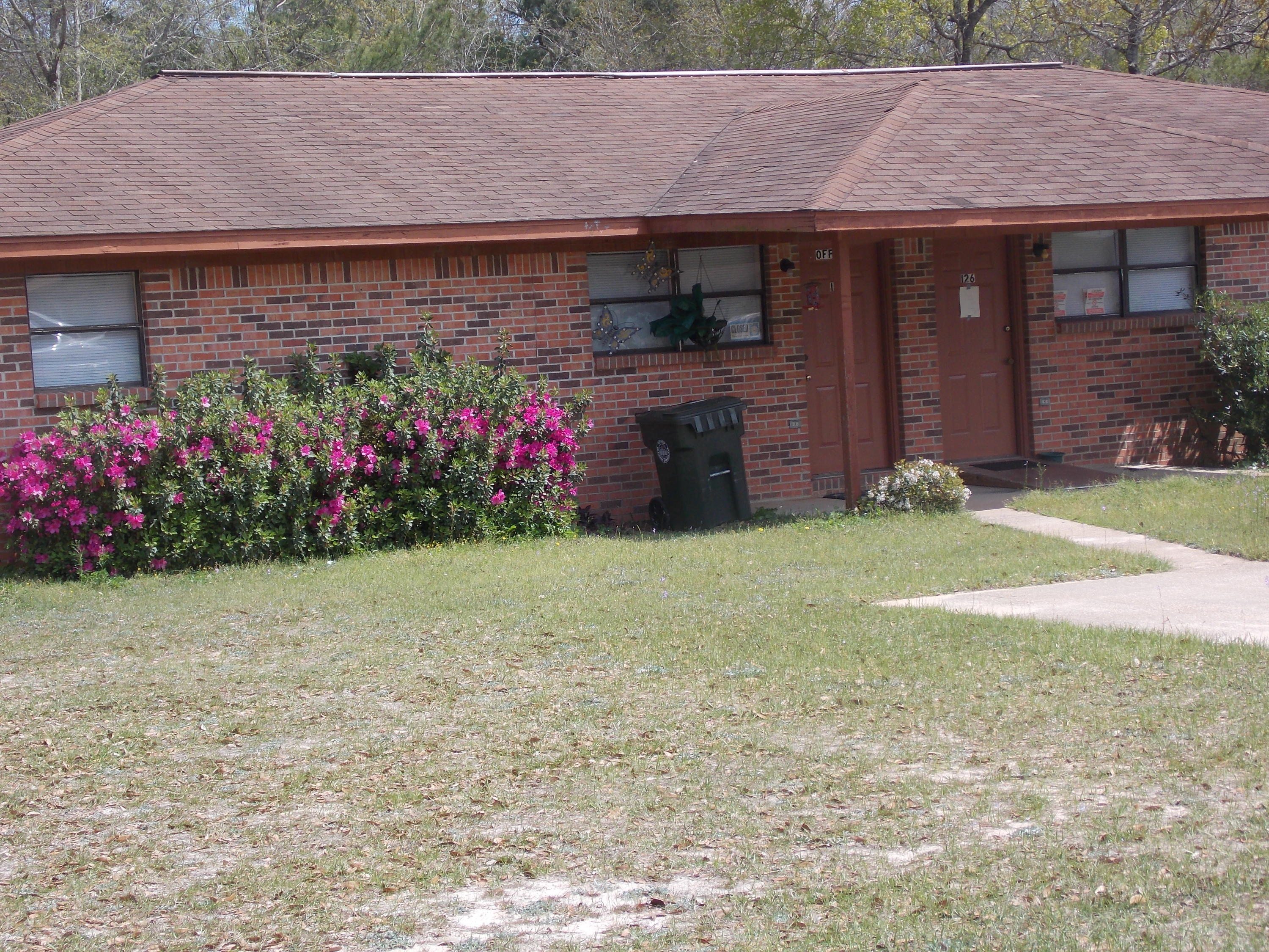 Photo of home for sale at 31 Twin Trees, Defuniak Springs FL