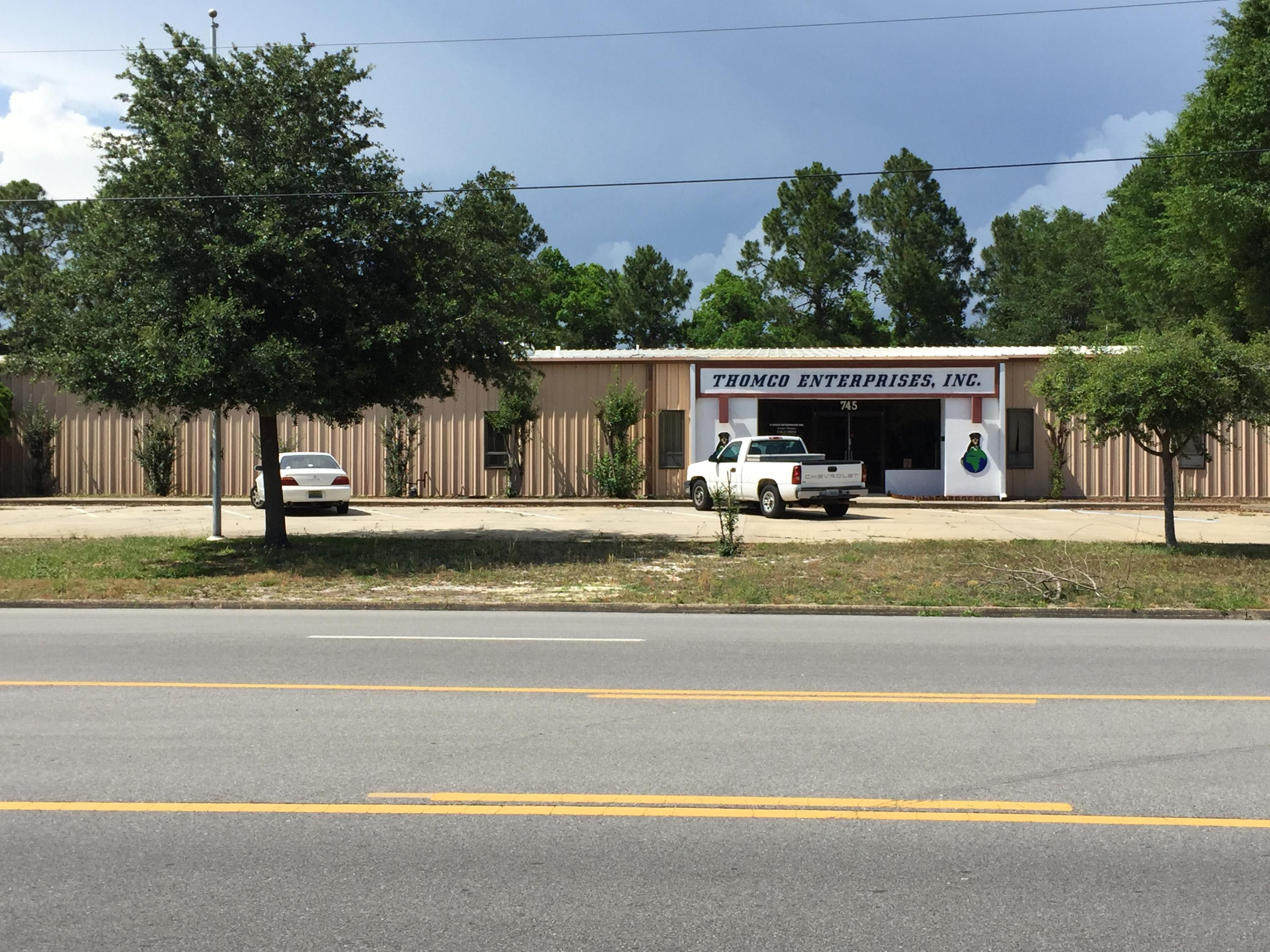 Photo of home for sale at 745 Hollywood, Fort Walton Beach FL