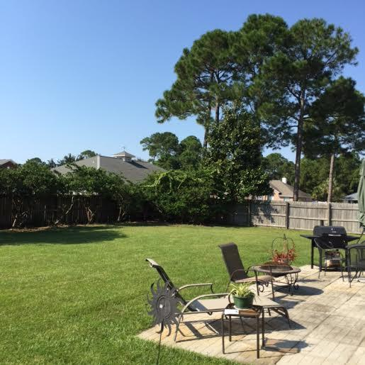 Photo of home for sale at 6705 Sea Gate Dr, Navarre FL