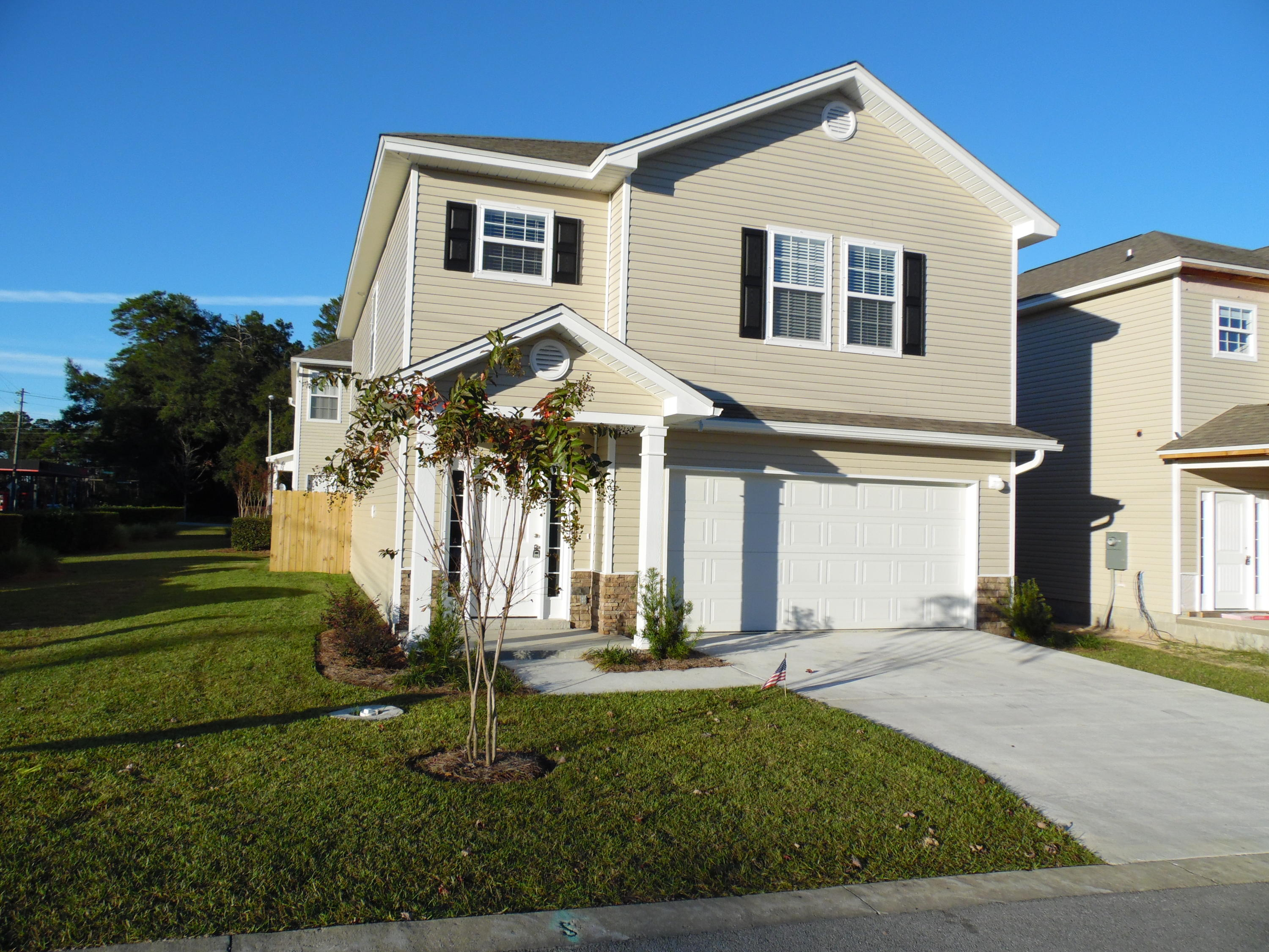 Photo of home for sale at 130 Farrah, Niceville FL