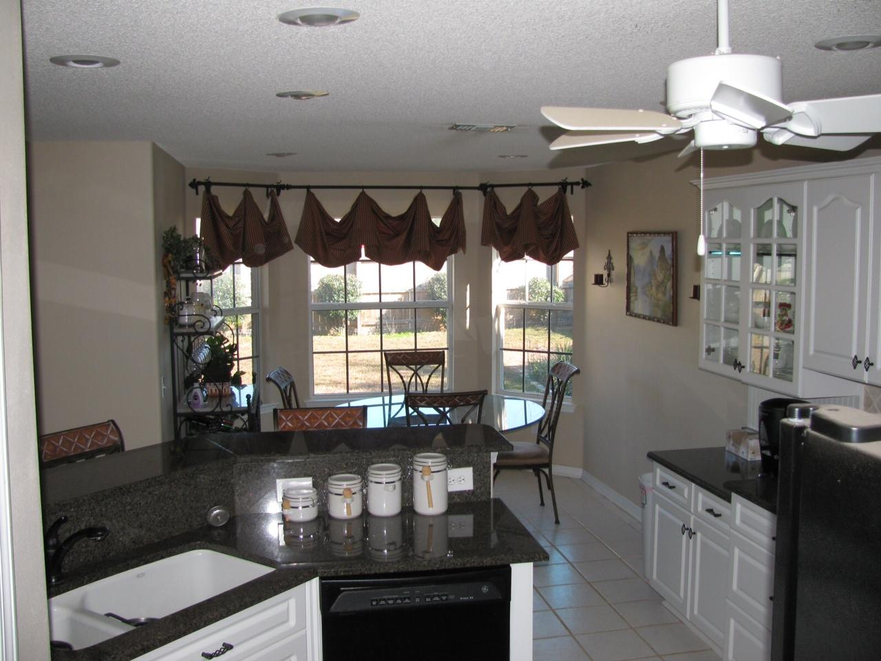 Photo of home for sale at 1962 Elodie Lane, Gulf Breeze FL