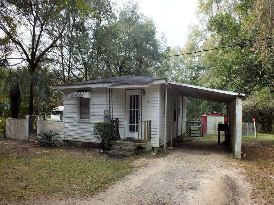 Photo of home for sale at 41 Lolley, Defuniak Springs FL