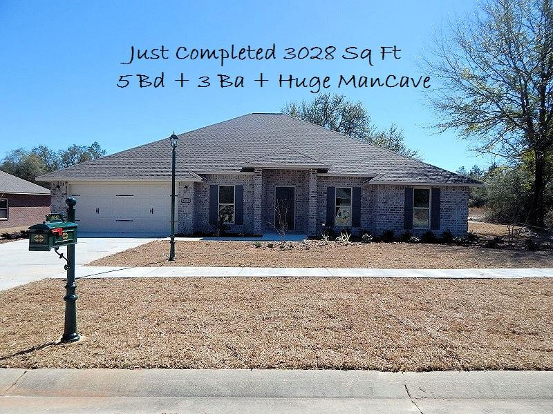 Photo of home for sale at 4641 Chanan, Crestview FL