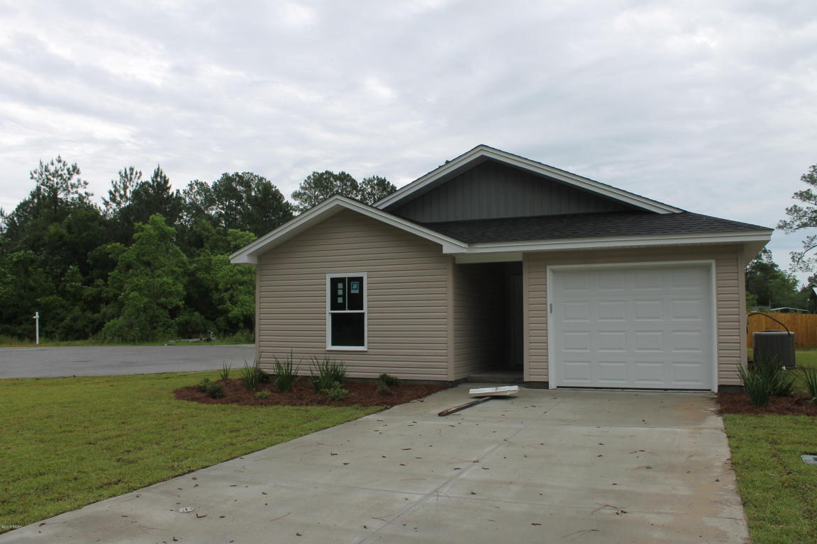 Photo of home for sale at 2408 Quiet Oaks, Panama City FL