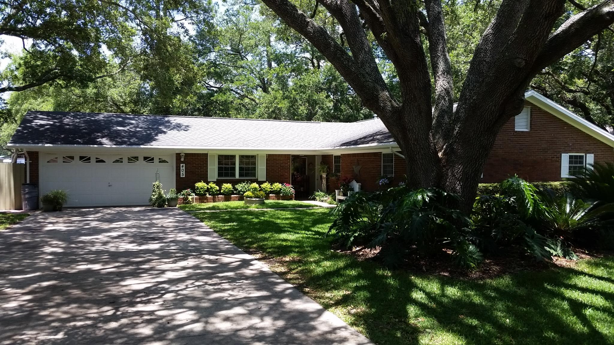 Photo of home for sale at 405 Cloverdale, Fort Walton Beach FL