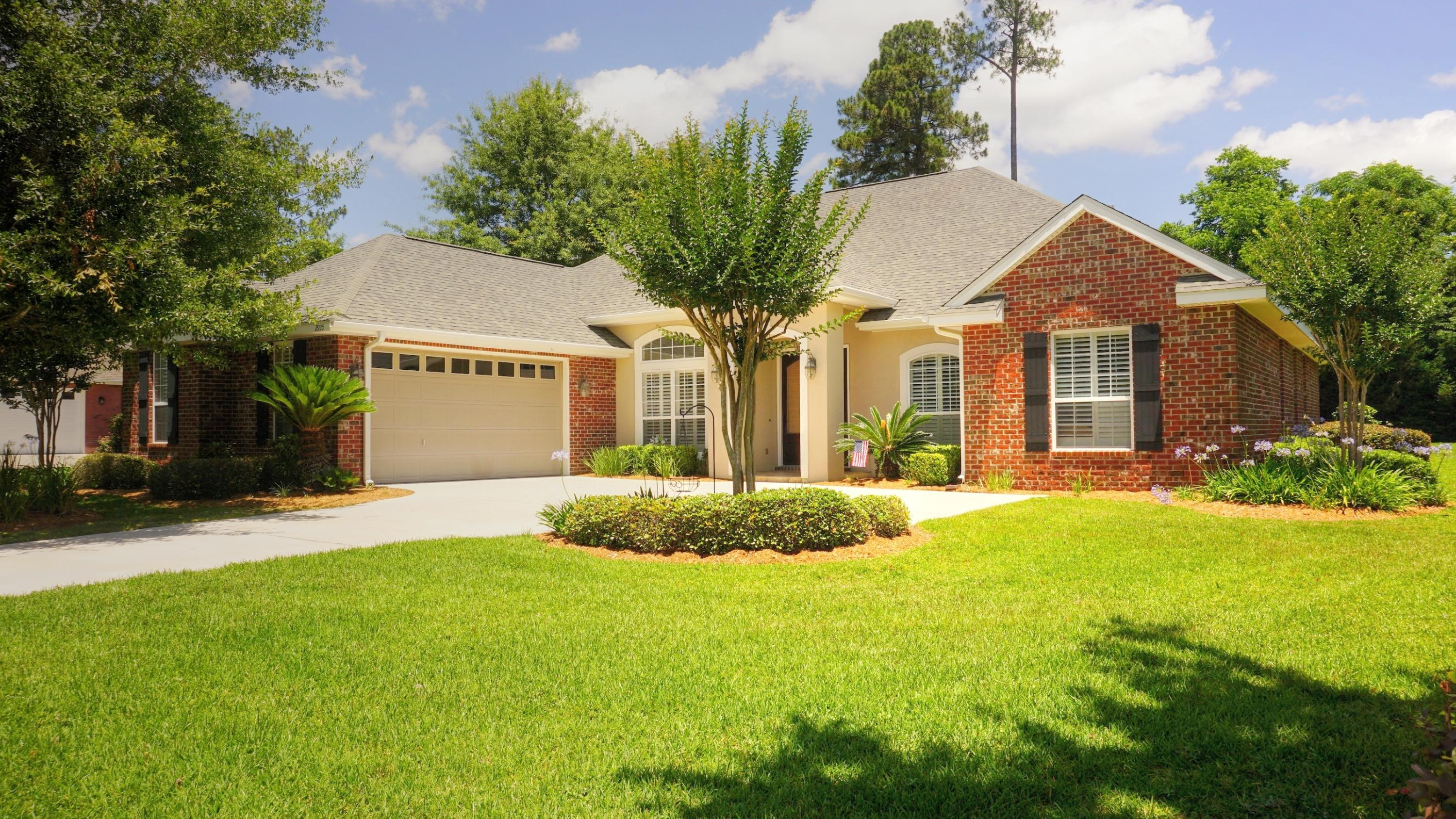 Photo of home for sale at 2925 Murray, Crestview FL