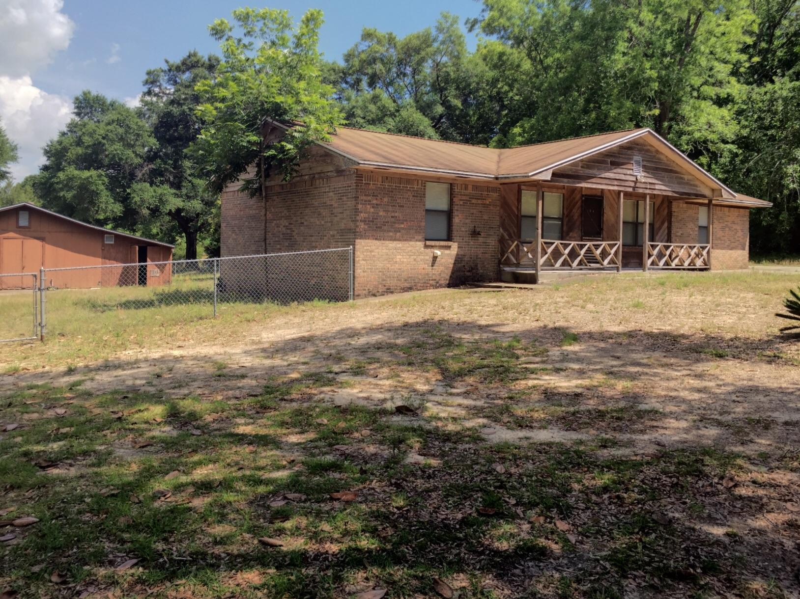 Photo of home for sale at 104 20th, Defuniak Springs FL