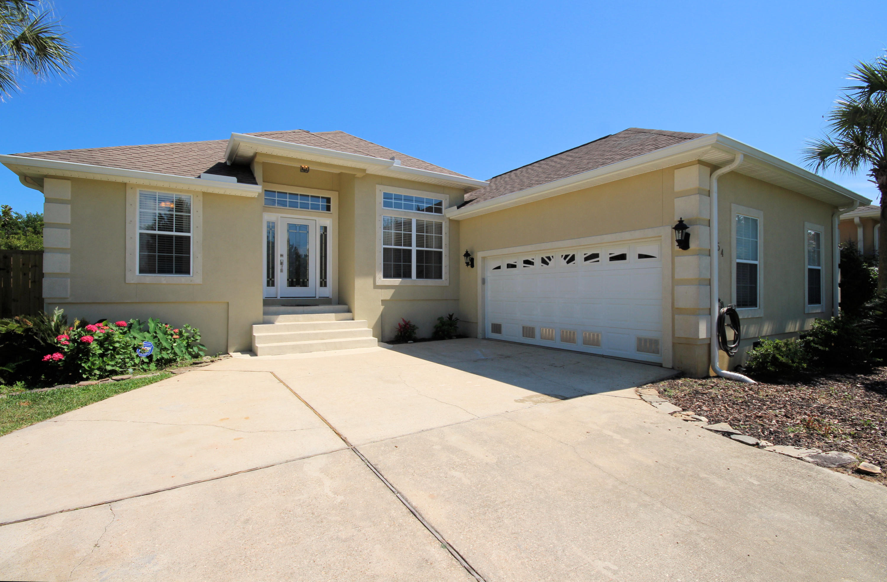 Photo of home for sale at 554 Parish, Mary Esther FL