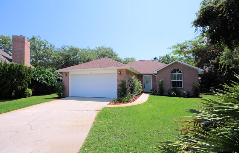 Photo of home for sale at 505 Baywood, Destin FL