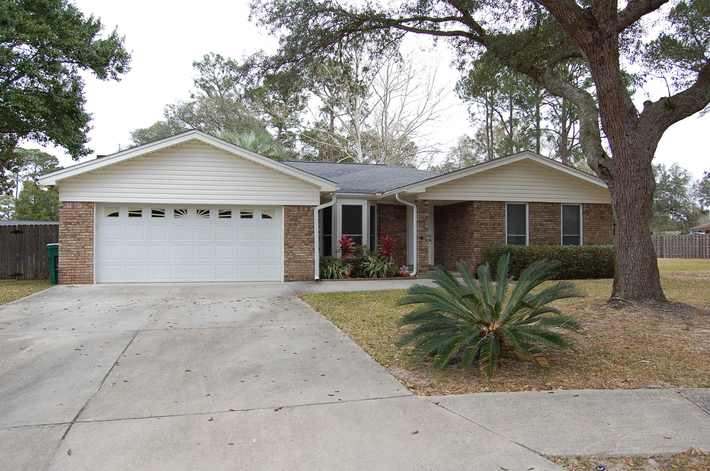 Photo of home for sale at 407 Cheyenne, Fort Walton Beach FL