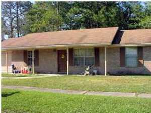 Photo of home for sale at 705 Meadow, Fort Walton Beach FL