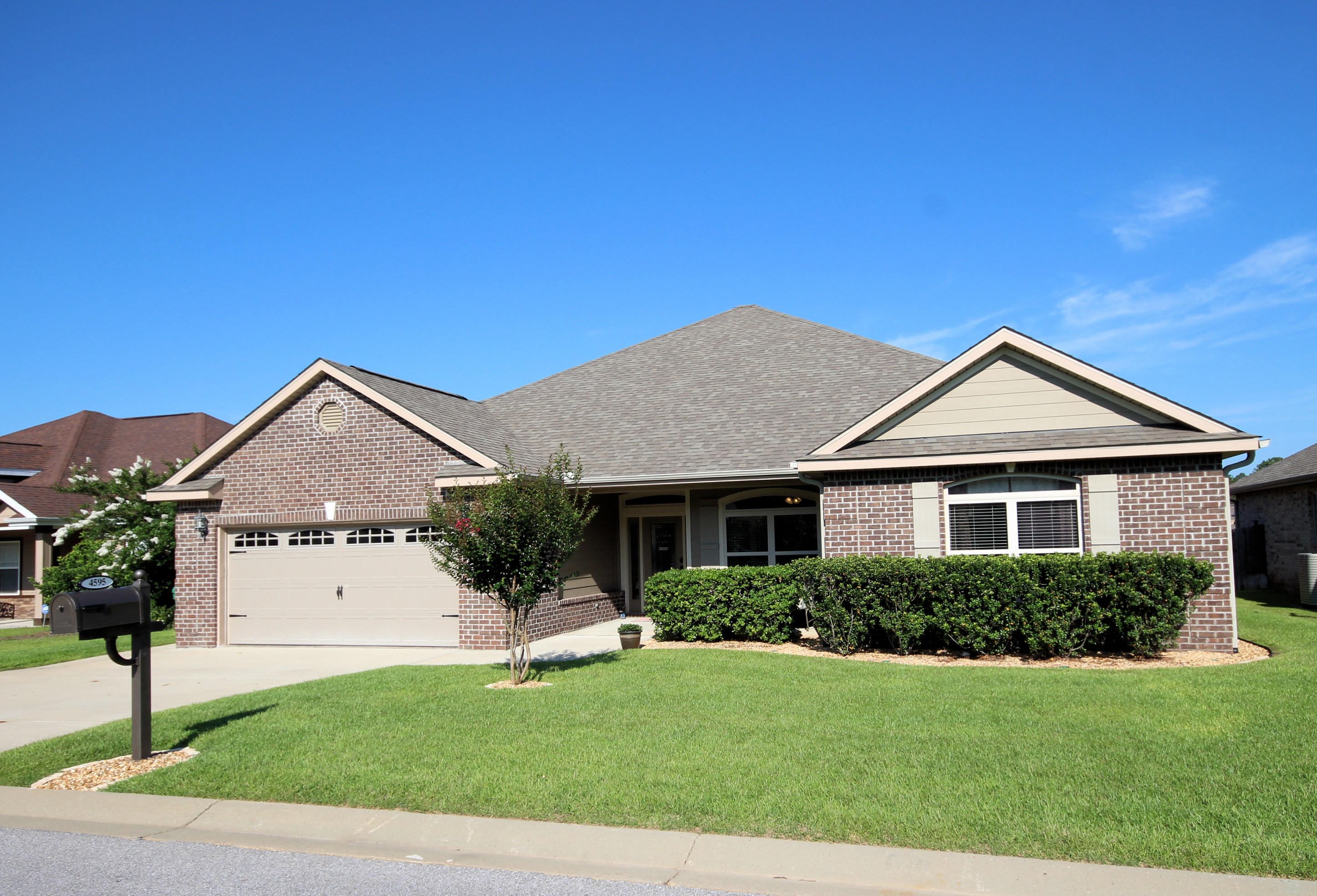 Photo of home for sale at 4595 Hermosa, Crestview FL