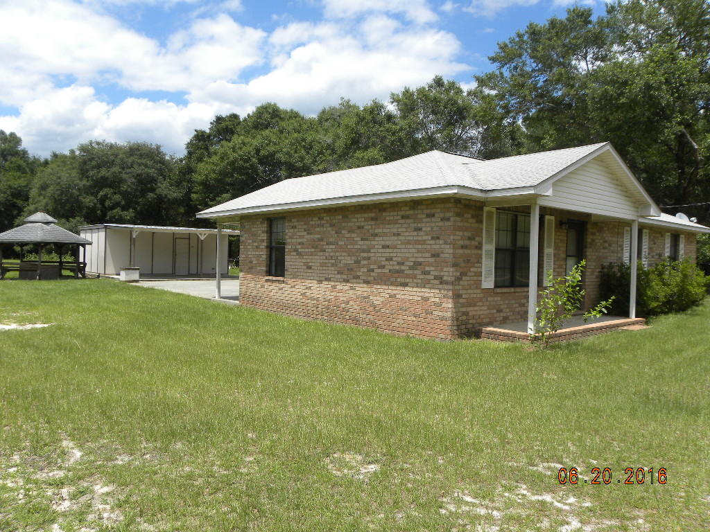 Photo of home for sale at 7666 Johnson, Milton FL