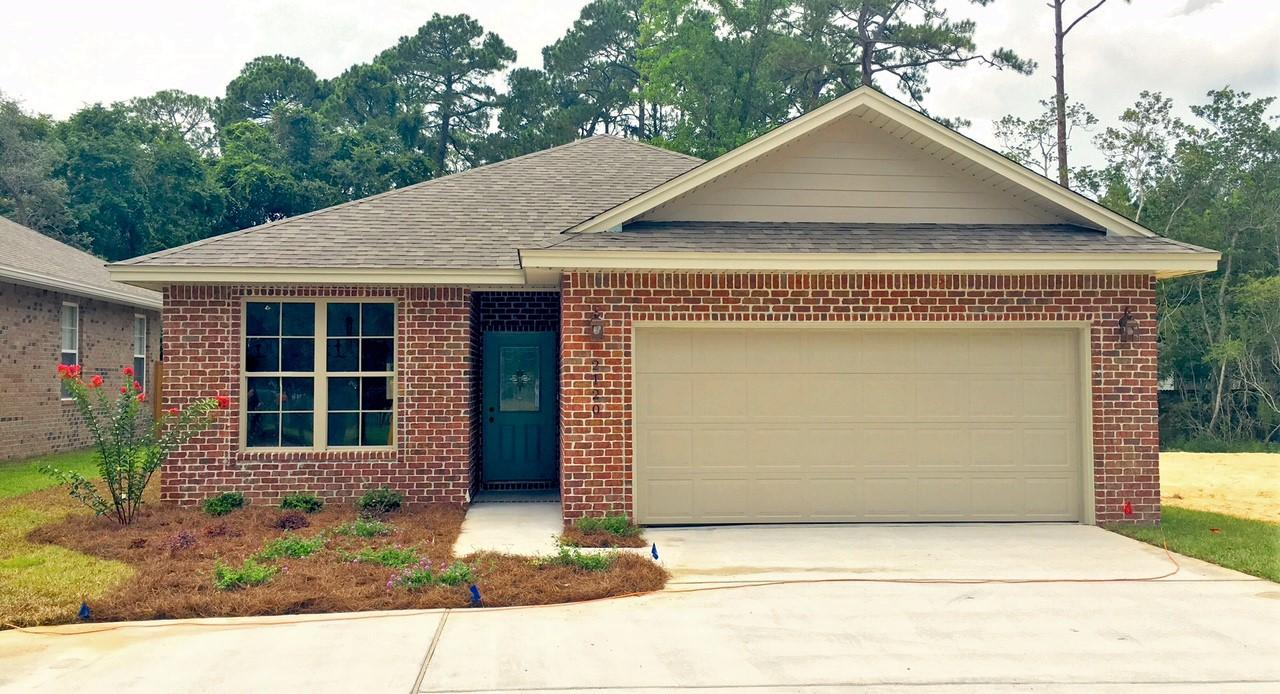 Photo of home for sale at 2120 Bayshore, Niceville FL