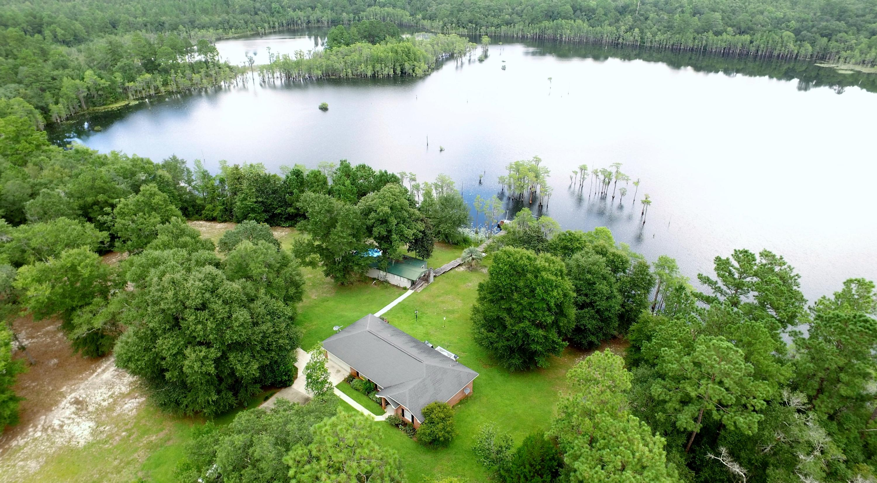 Photo of home for sale at 1382 Butterfield, Chipley FL