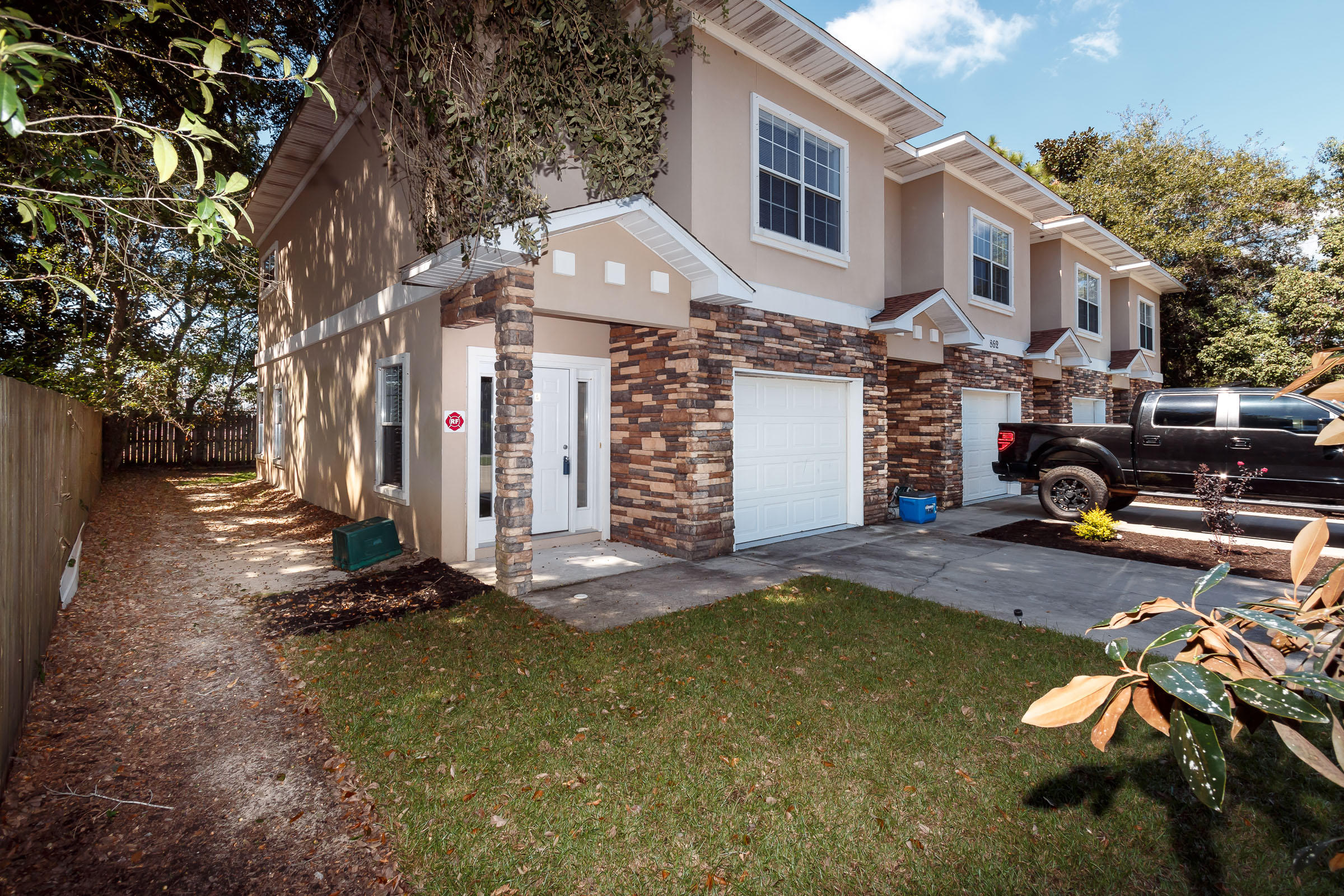 Photo of home for sale at 862 Fairview, Fort Walton Beach FL