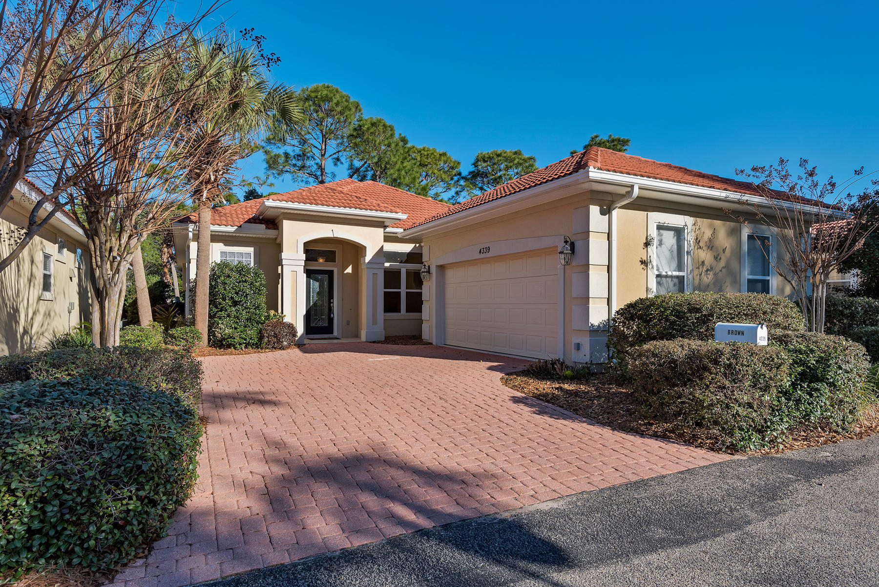 Photo of home for sale at 4339 Sunset Beach, Niceville FL