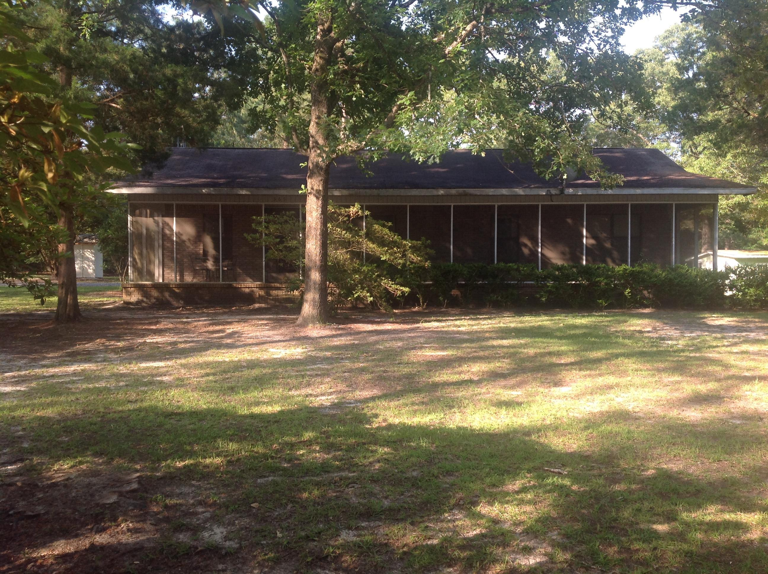 Photo of home for sale at 367 Timberlake, Defuniak Springs FL