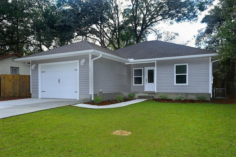 Photo of home for sale at 607 Powell, Niceville FL