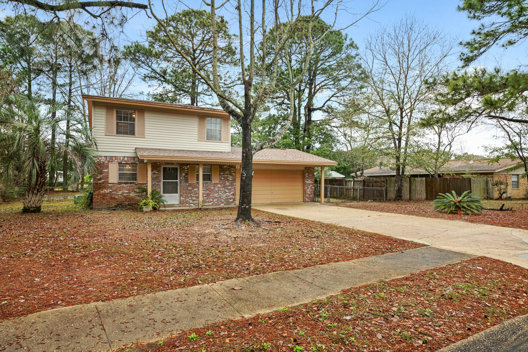 Photo of home for sale at 109 Pinewood, Fort Walton Beach FL