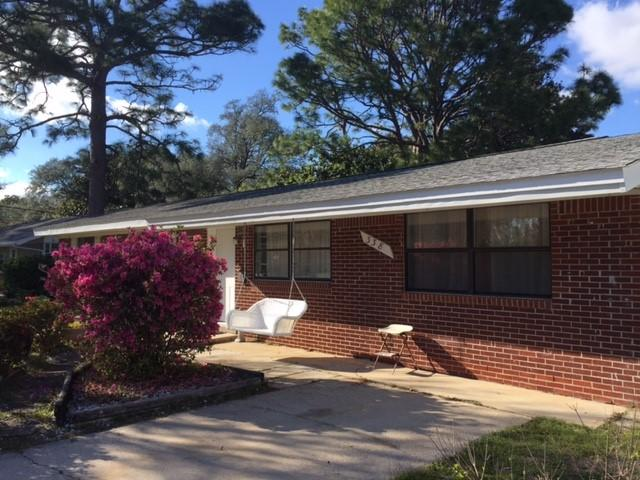 Photo of home for sale at 338 Edge, Valparaiso FL