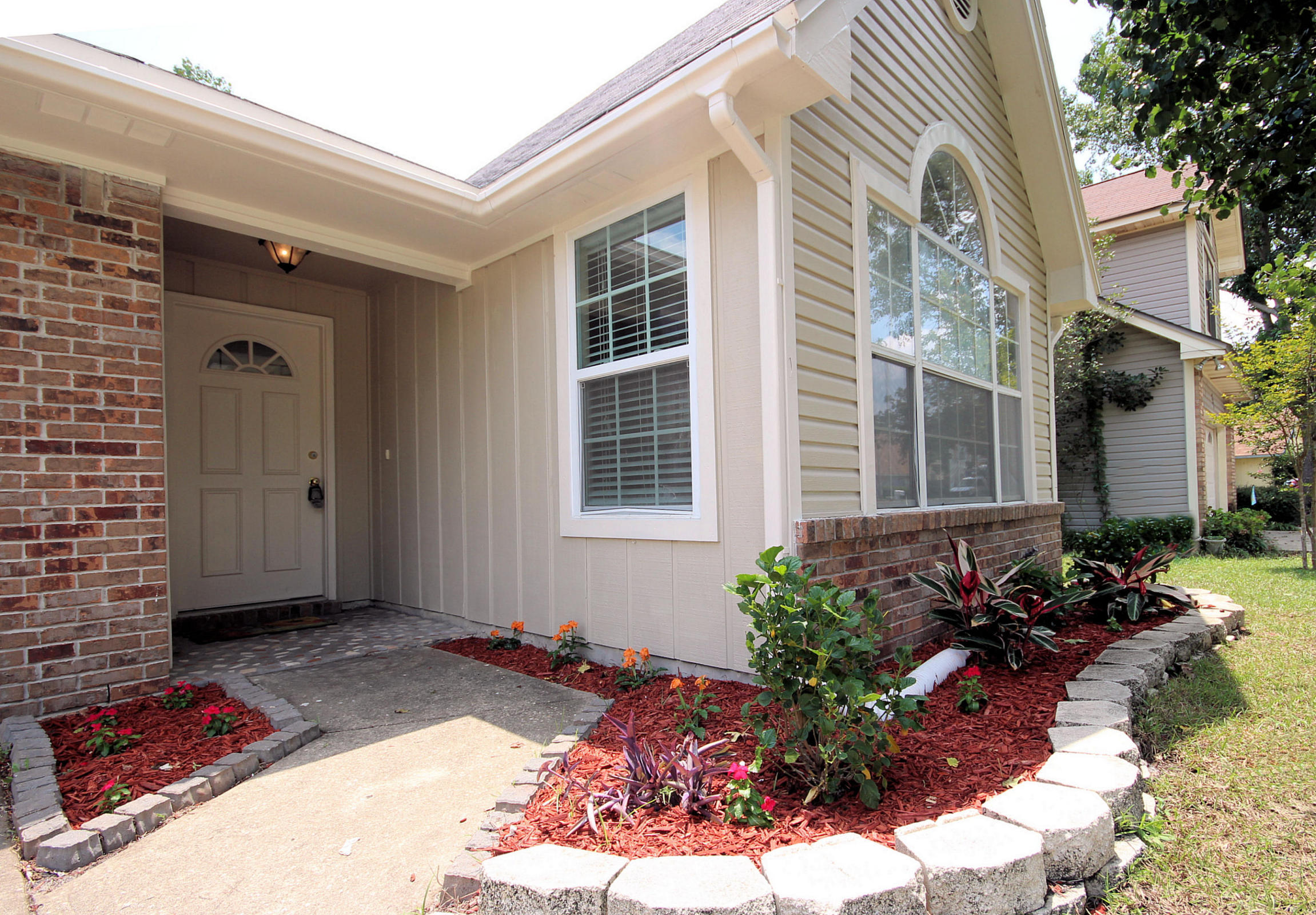 Photo of home for sale at 506 Woodland Park, Mary Esther FL