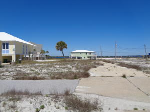 7944 Gulf Boulevard, Navarre, FL 32566