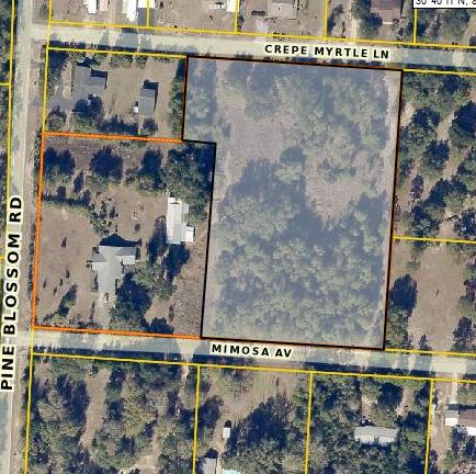 Photo of home for sale at XXX Crepe Myrtle, Milton FL
