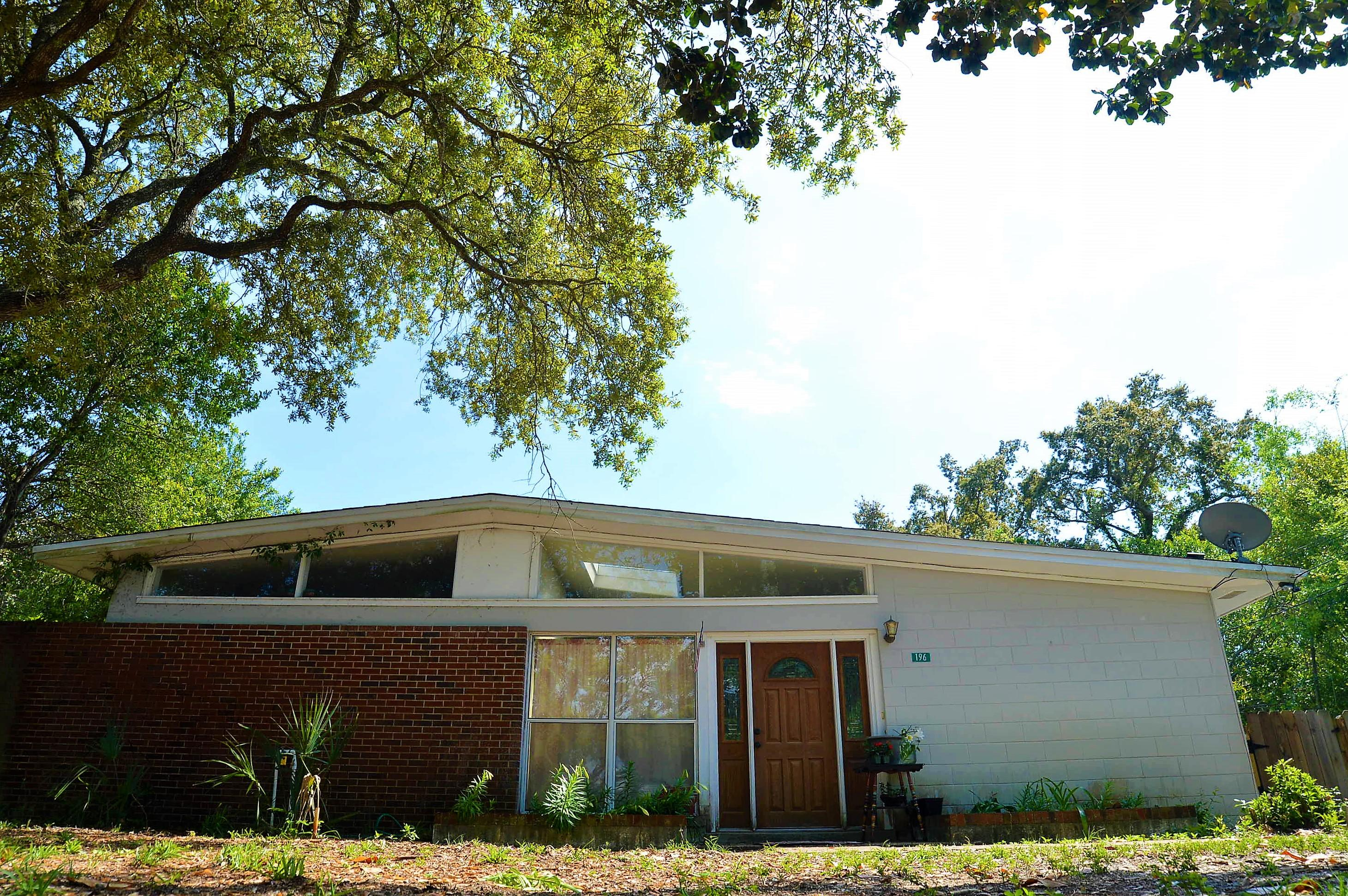 Photo of home for sale at 196 Baggett, Fort Walton Beach FL
