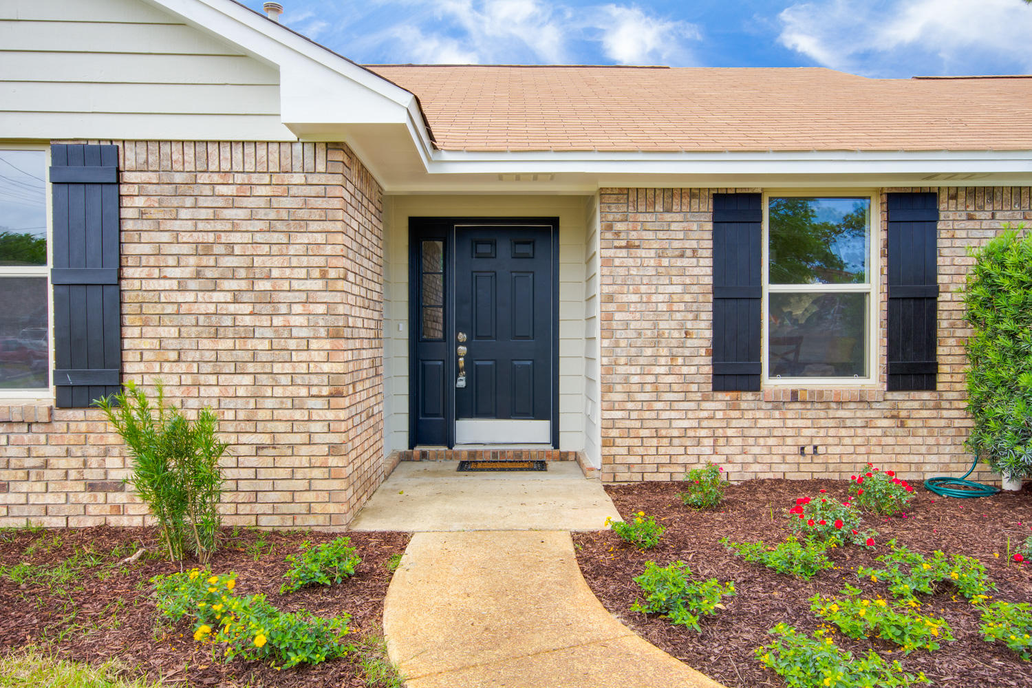 Photo of home for sale at 9408 Victoria, Navarre FL