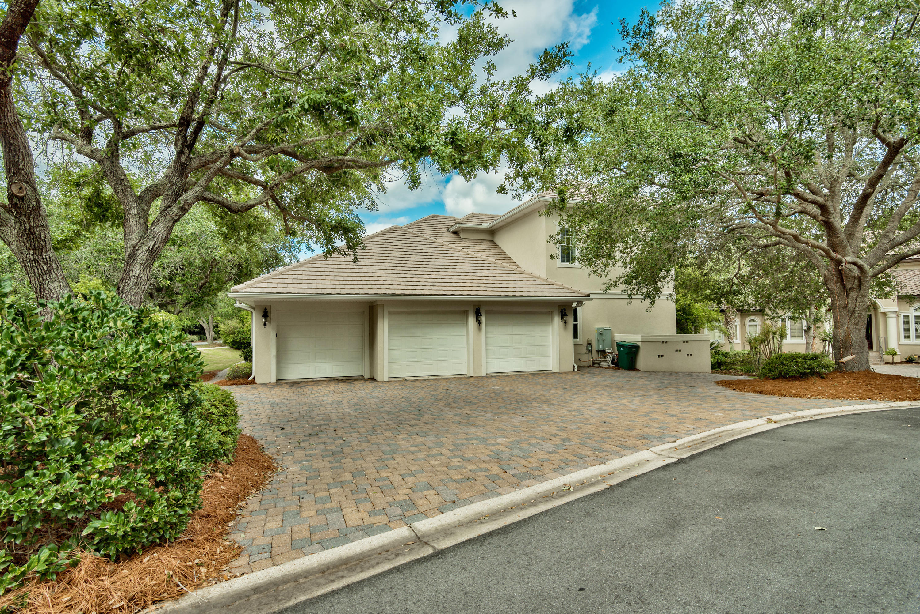 Photo of home for sale at 437 Regatta Bay, Destin FL