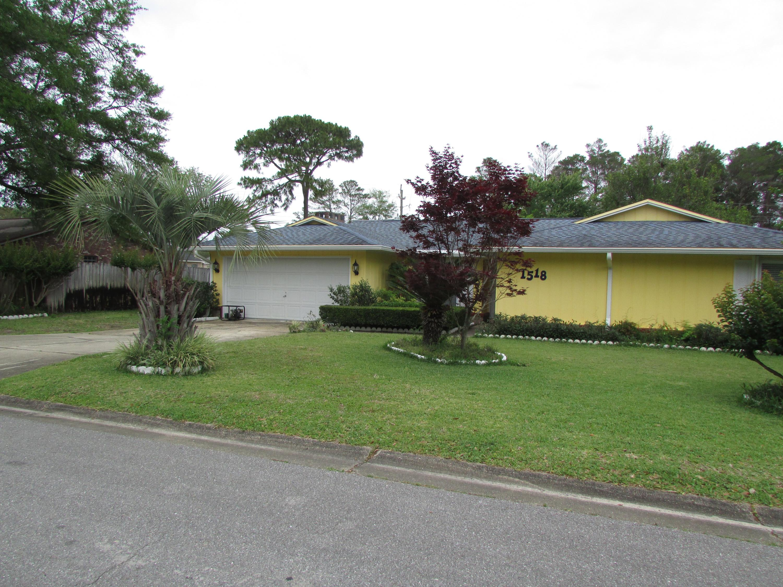 Photo of home for sale at 1518 Royal Palm, Niceville FL