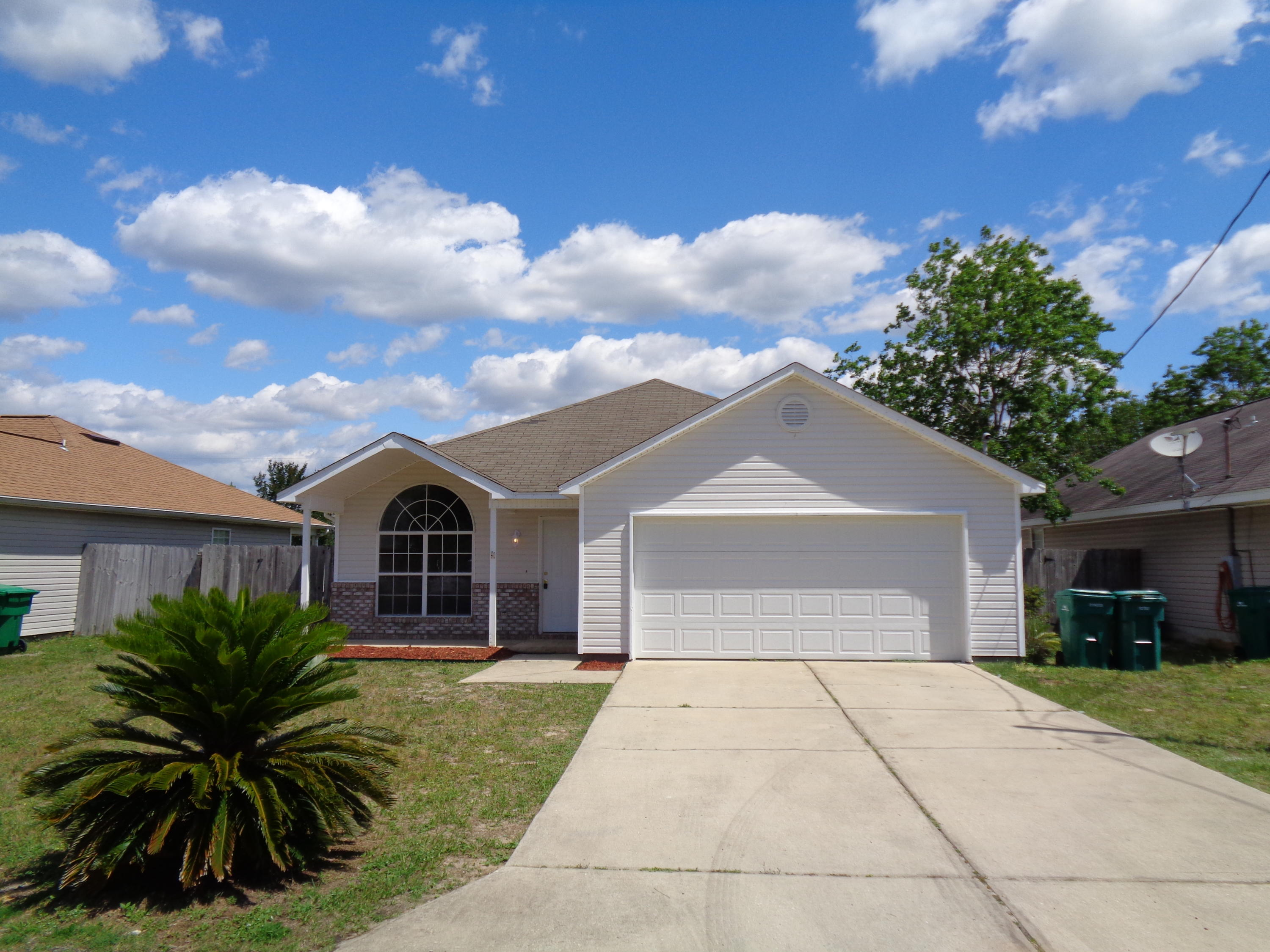 Photo of home for sale at 557 Rough Leaf, Mary Esther FL