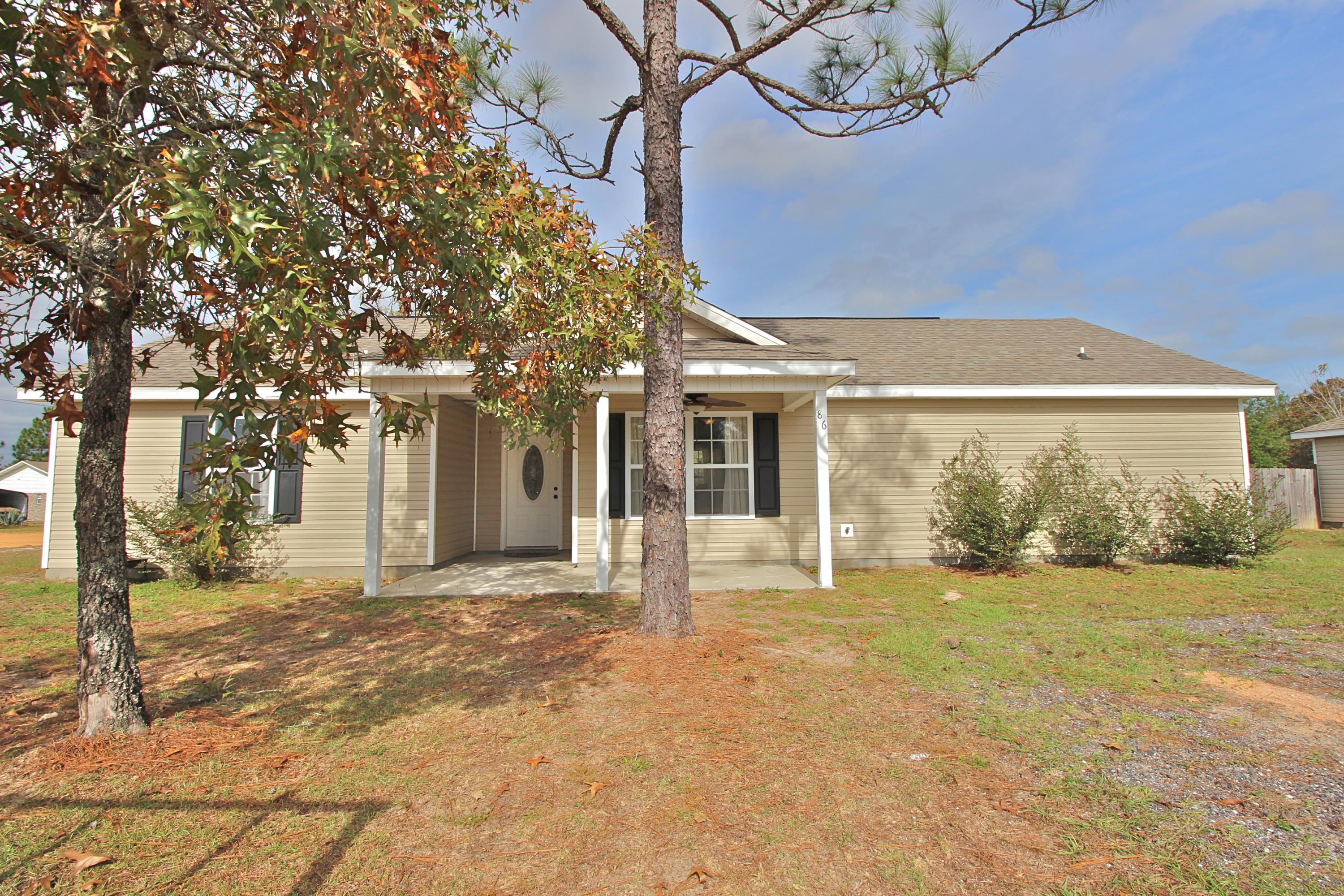 Photo of home for sale at 86 Millers, Defuniak Springs FL