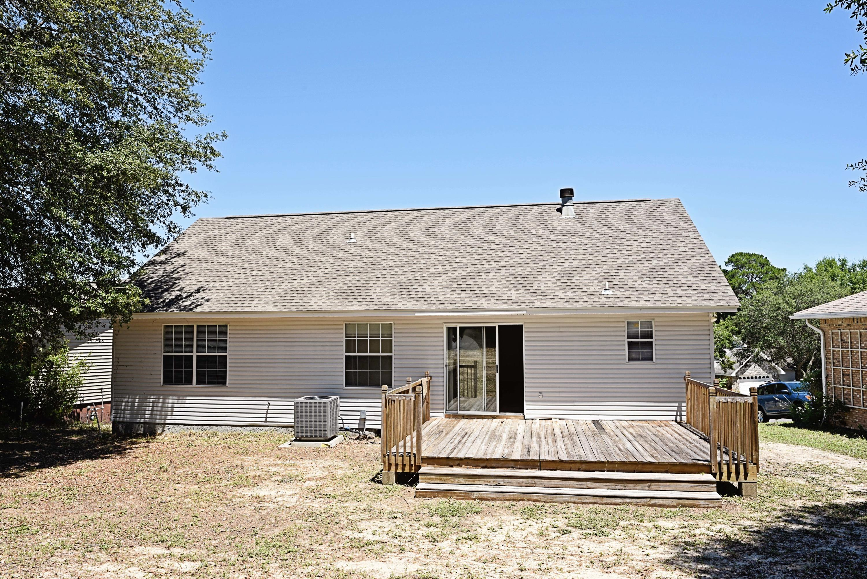 Photo of home for sale at 306 Fairwood, Niceville FL