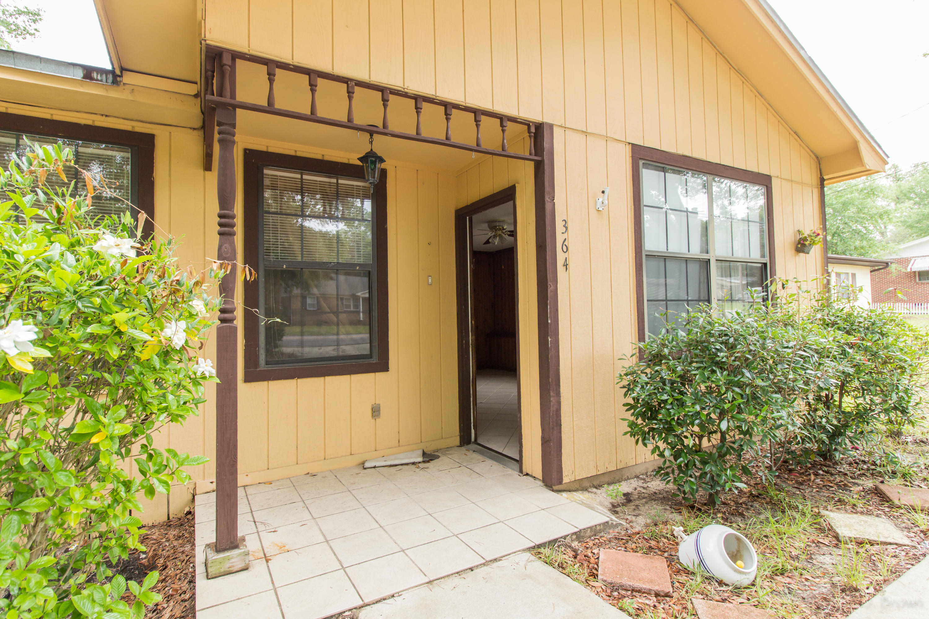 Photo of home for sale at 364 Lincoln, Valparaiso FL