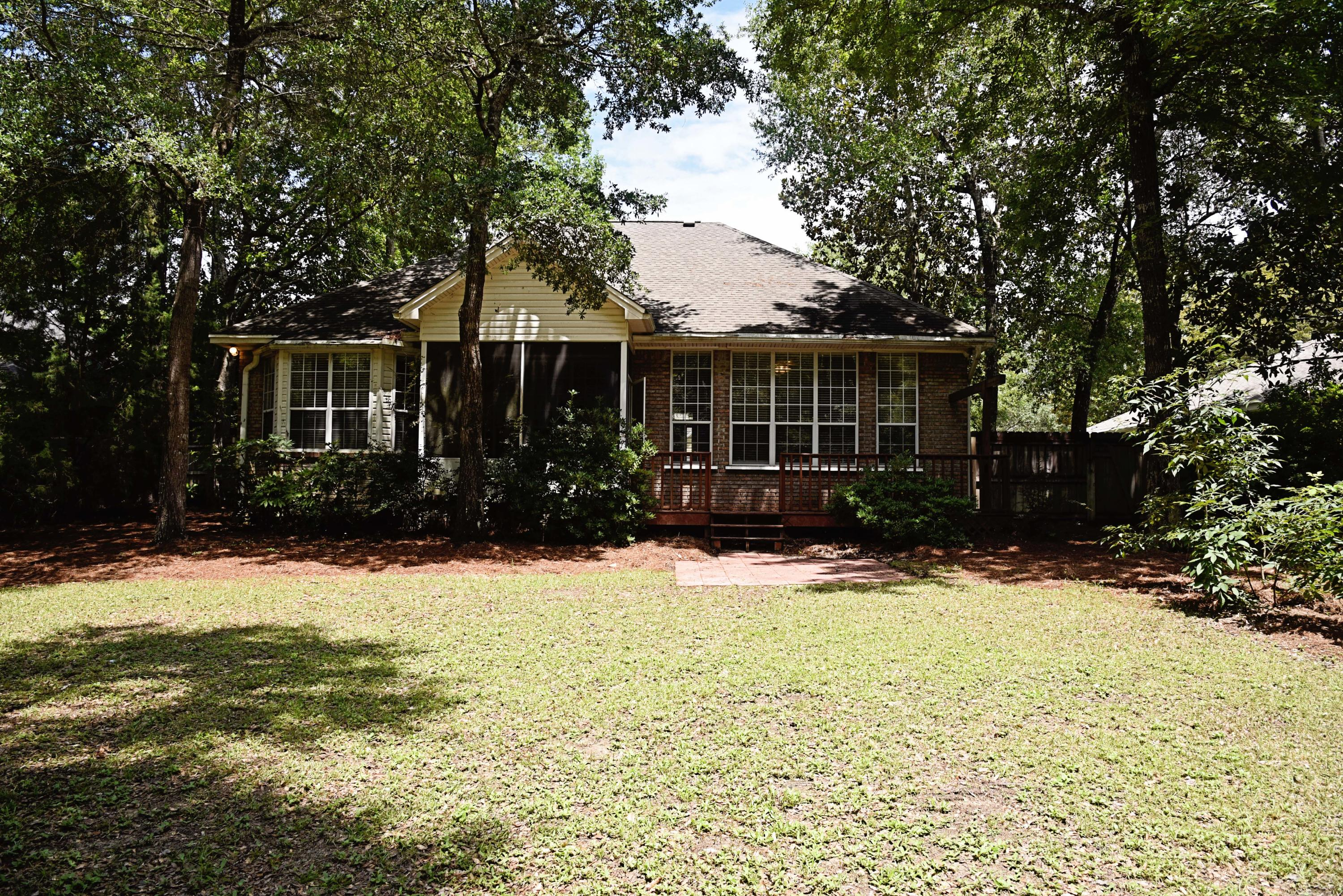 Photo of home for sale at 1806 Huntington, Niceville FL