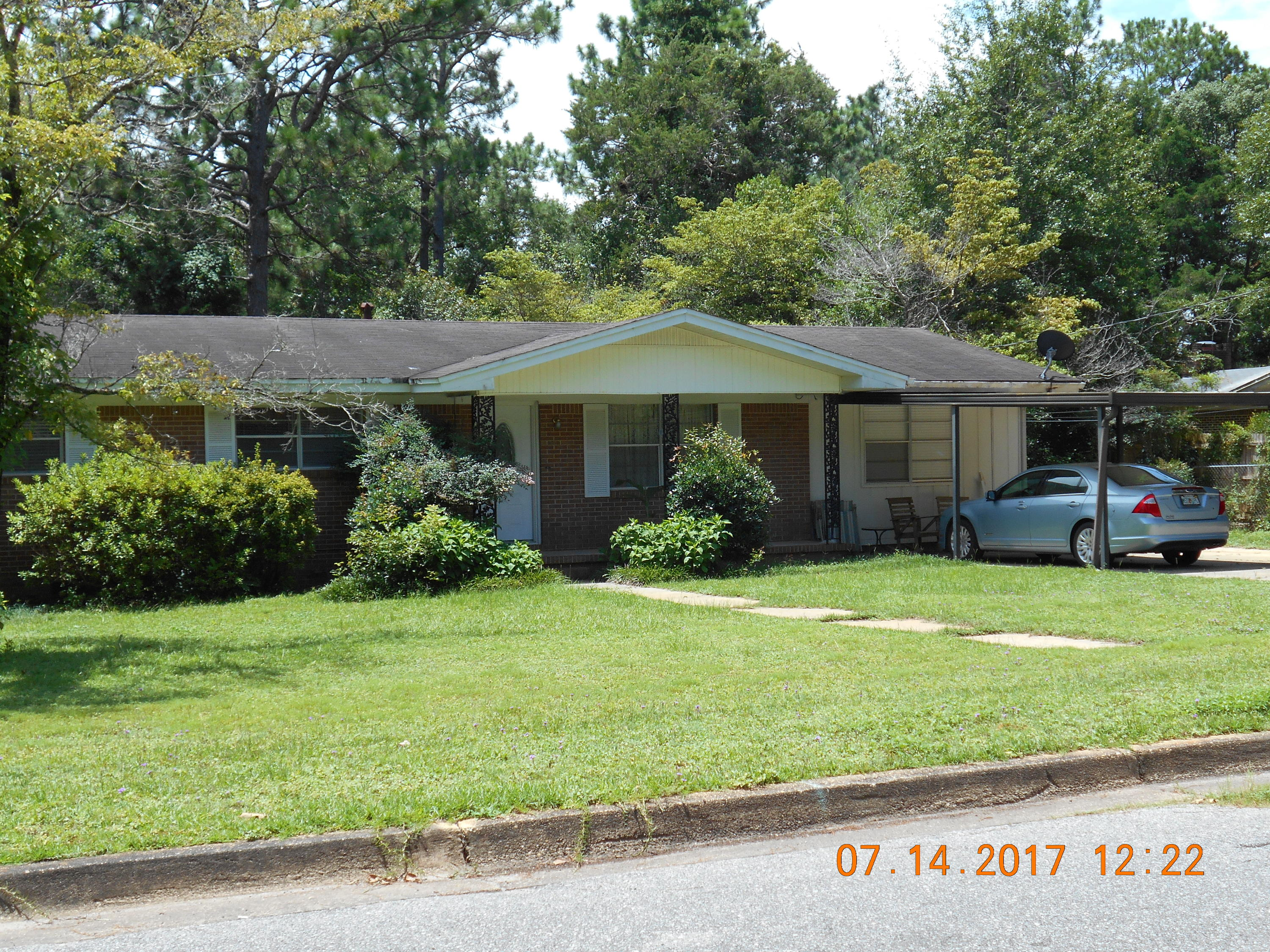 Photo of home for sale at 138 Phillips, Crestview FL