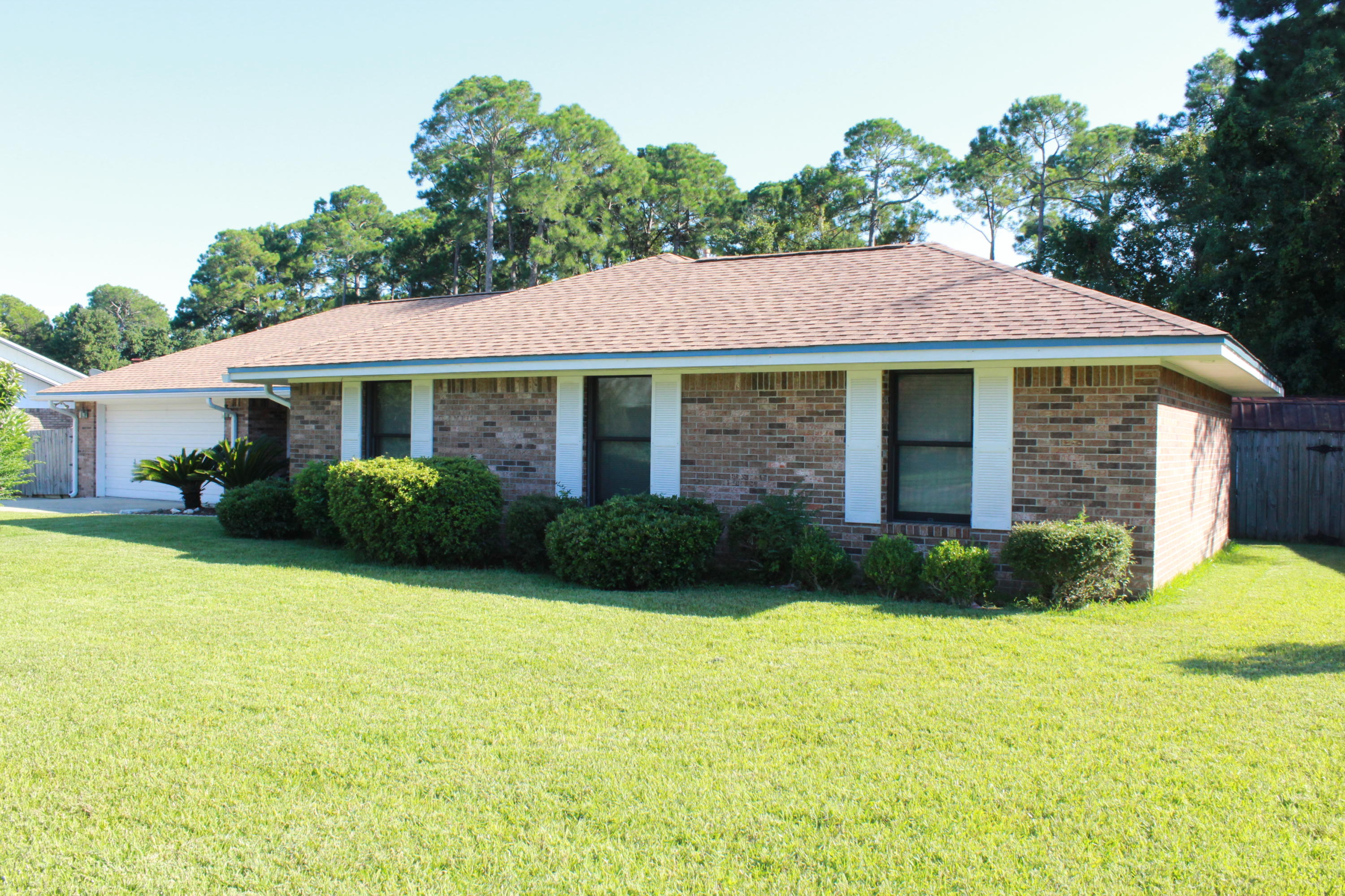 Photo of home for sale at 755 Overbrook, Fort Walton Beach FL