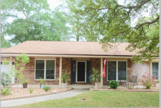 Photo of home for sale at 317 Sabal Palm, Niceville FL